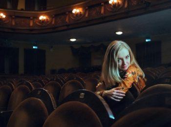 kobieta w teatrze